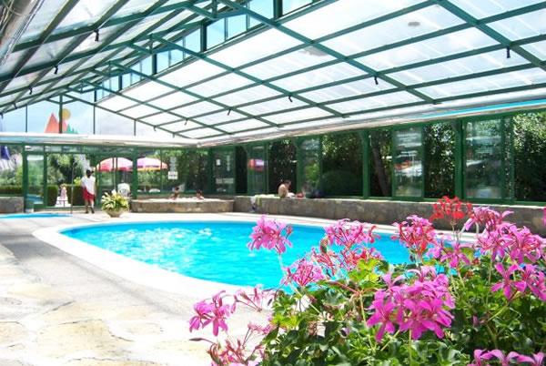 Hoteles para ni os labuerda a nsa huesca hotel pe a for Camping con piscina cubierta