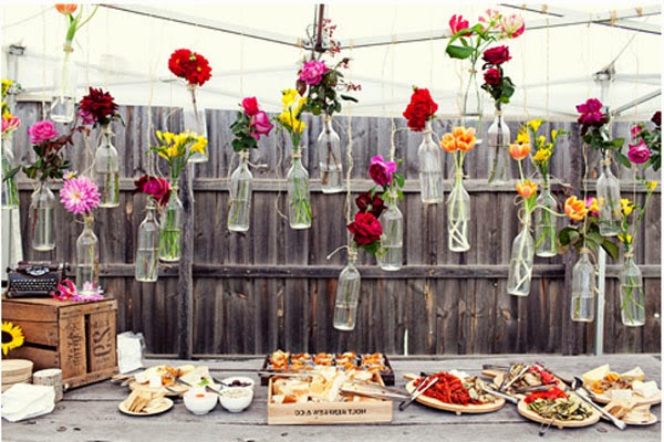 How to throw a going away party diva likes for Recycled home decorations