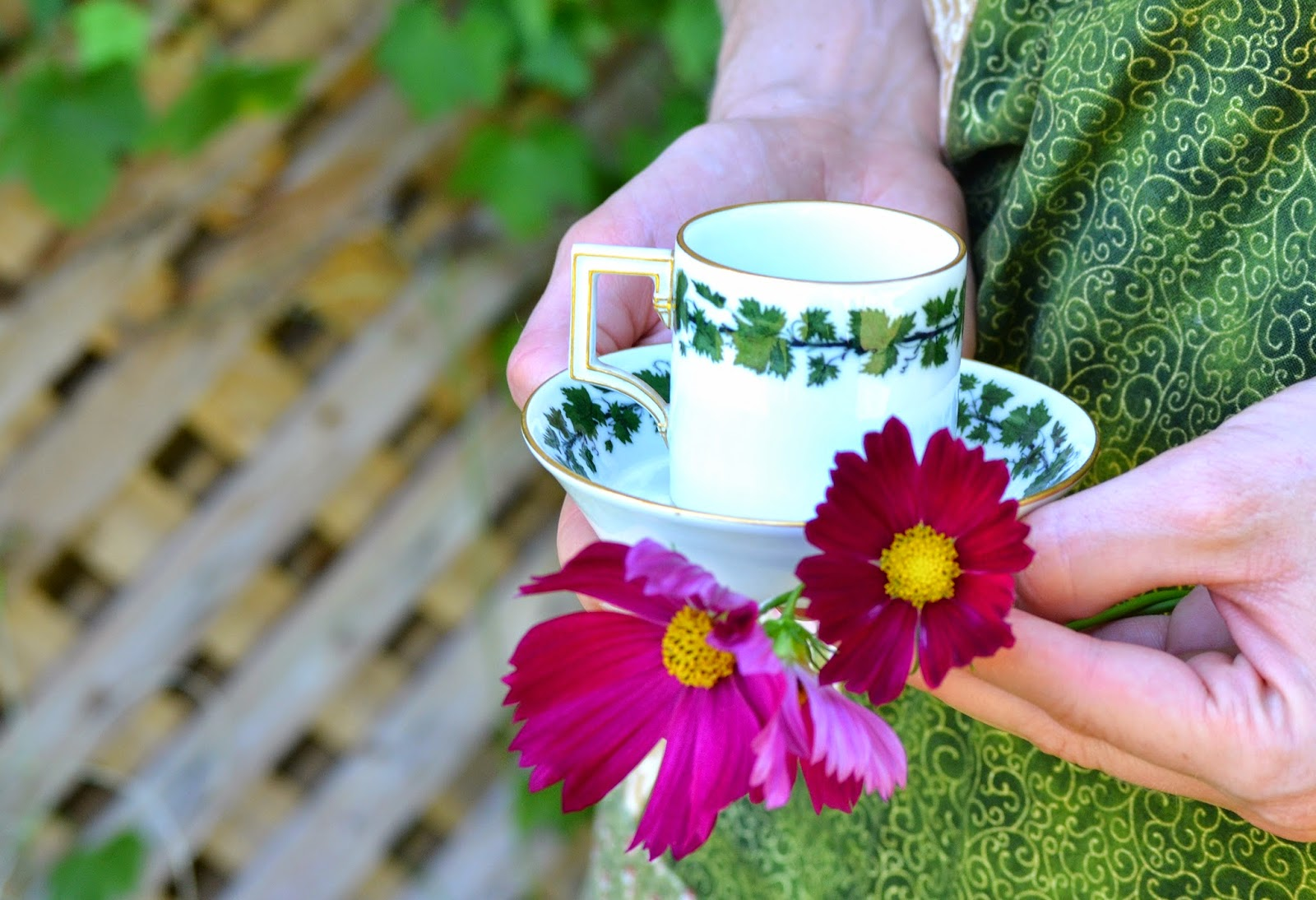 https://www.etsy.com/listing/205361240/english-ivy-tea-cup-saucer-single?ref=shop_home_active_1&ga_search_query=cup
