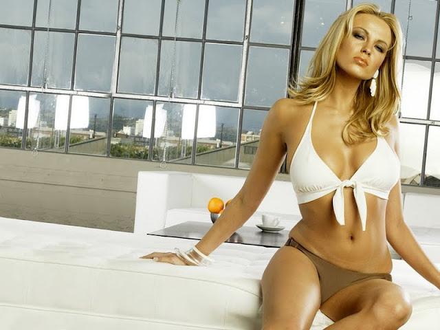 Irina Voronina sexy in bikini