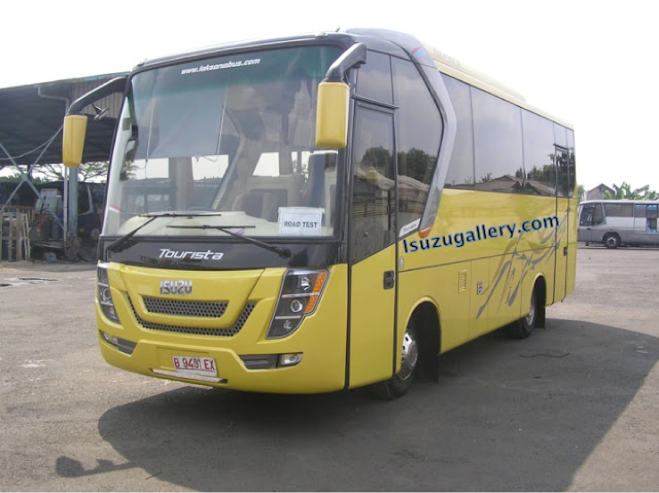 ISUZU NQR MEDIUM BUS