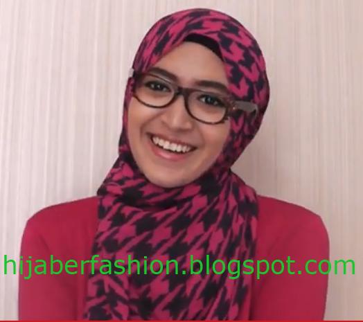 Cara Memakai Jilbab yang Praktis Untuk yang Berkacamata