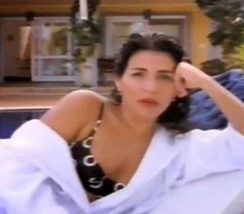 Sandálias Havaianas com Thereza Collor em 1997. Musa de escândalos políticos foi protagonista de uma curiosa campanha publicitária.