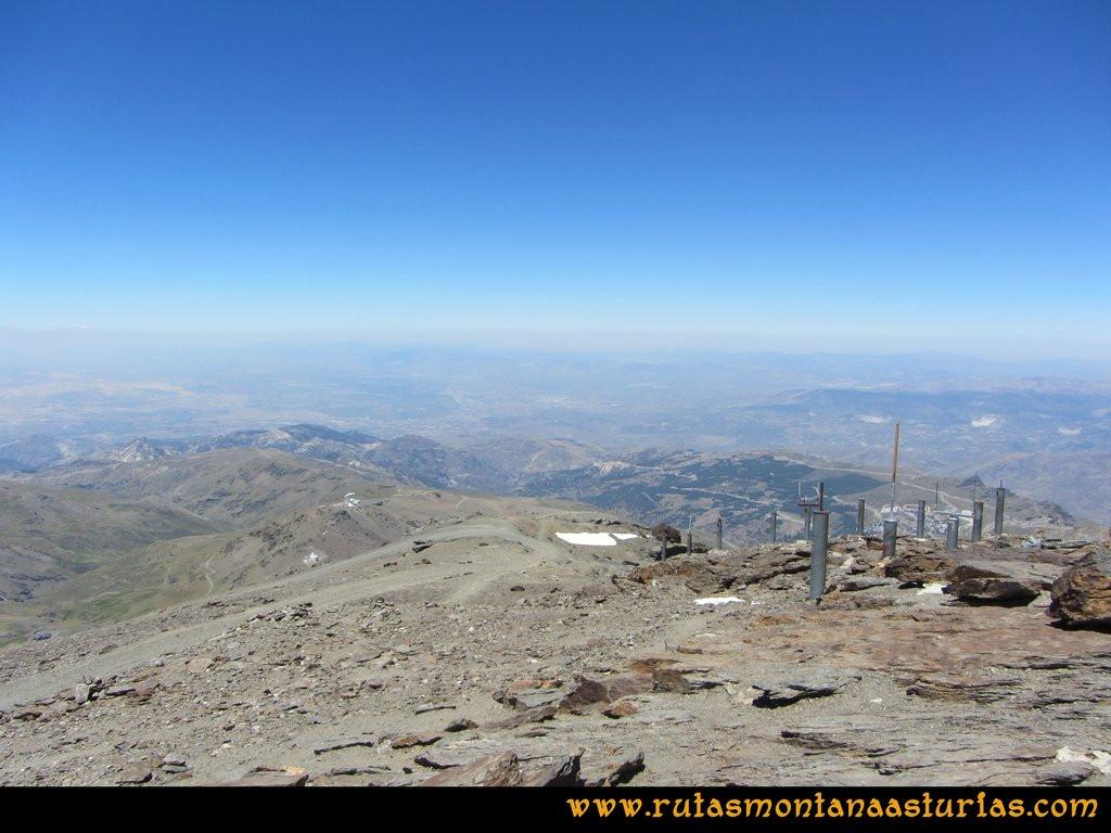 Ruta Hoya de la Mora - Veleta: Vista desde el Veleta de Hoya de la Mora y Granada