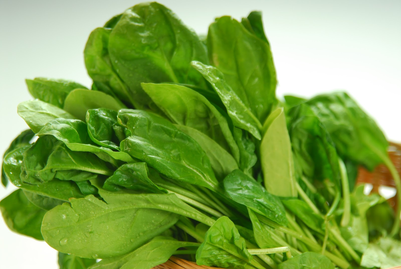 One cup of raw spinach is an excellent source of vitamin A, vitamin K ...