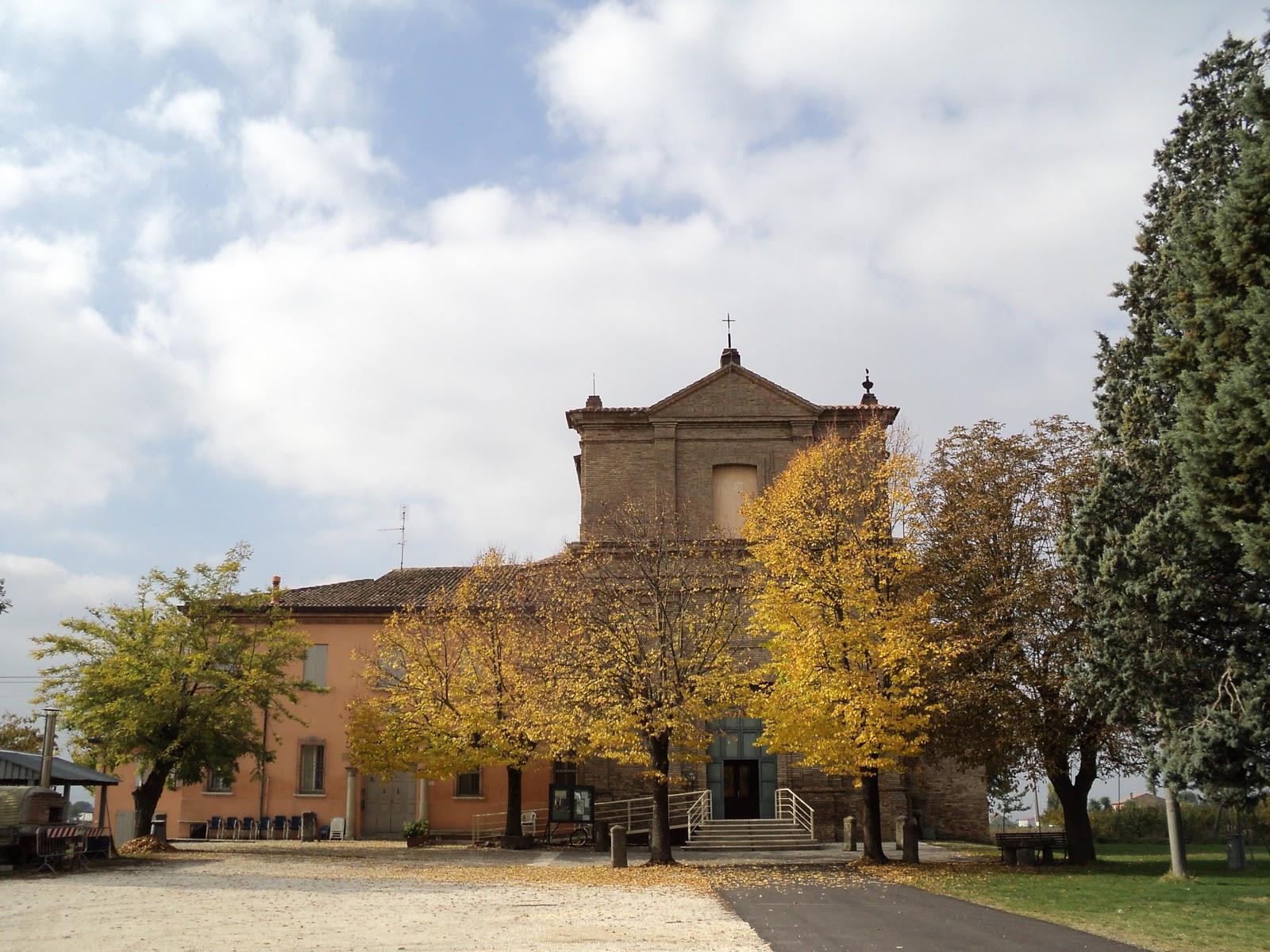 Case Piccole Ma Belle : Un roseto in via cerreto: chiese e case
