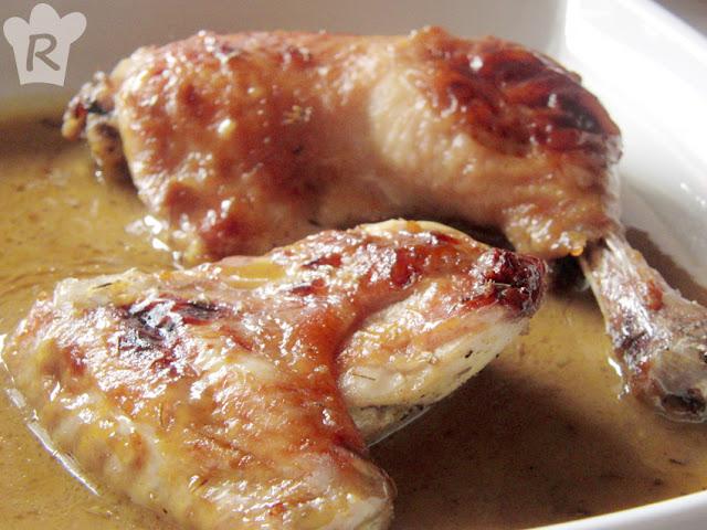 Pollo asado con salsa de tomillo, miel y mostaza