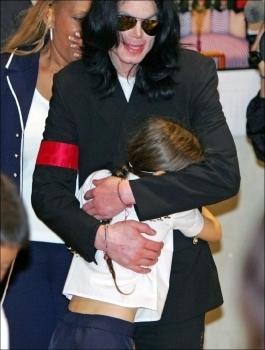 Video: Michael Jackson Abrazando a Su Hija Paris 2