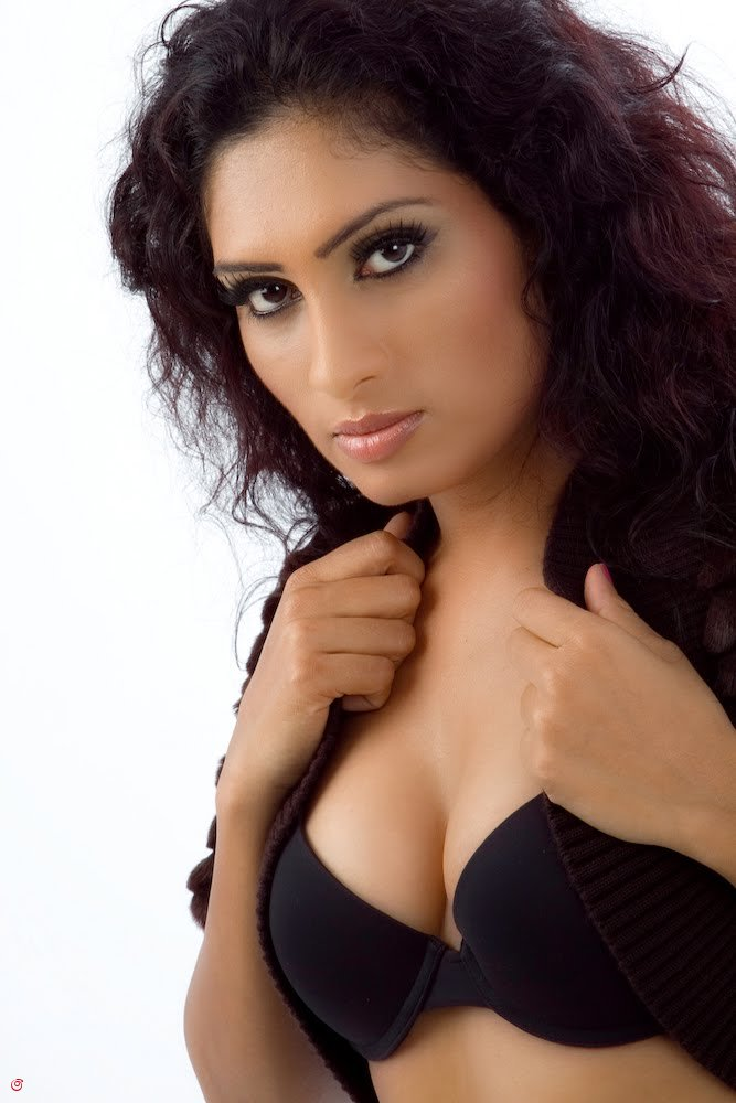 Find the hot and Sexy Sri Lankan girls, actress, models fashion show photos ...