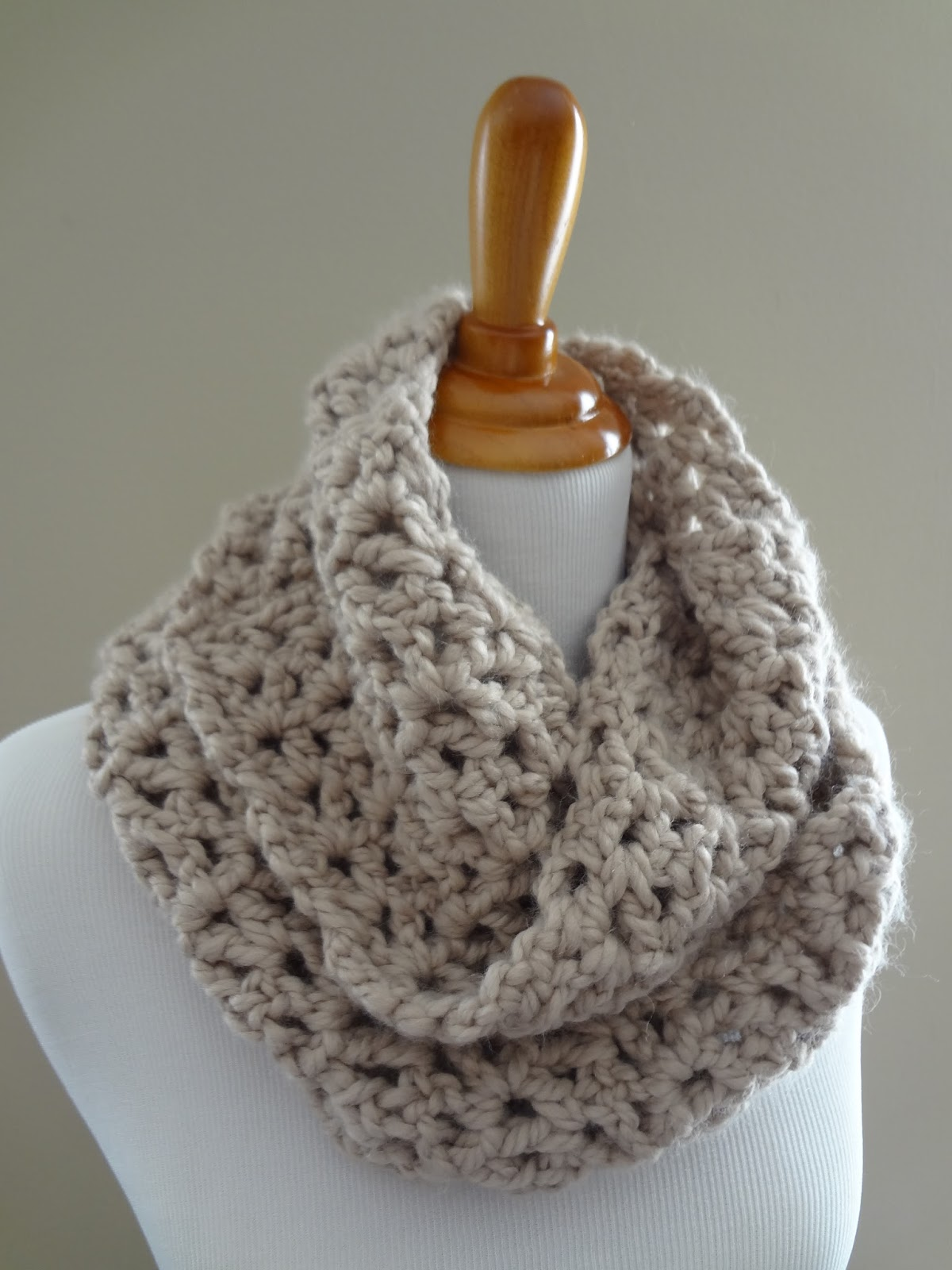Crocheting Ends Of Infinity Scarf Together : Fiber Flux: Free Crochet Pattern...Pavement Infinity Scarf!