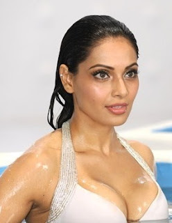 Bollywood Actress Hot Cleavage Photos, Pics, Pictures, Images