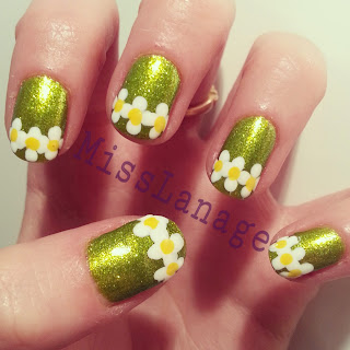 color-club-take-wing-fly -with-me-daisies-nail-art-design