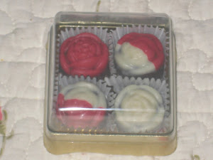 4 pcs chocs + square box