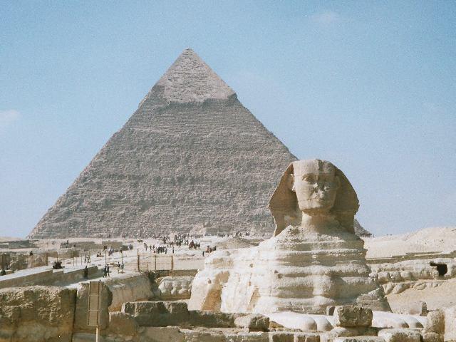 Pirámides y esfinge