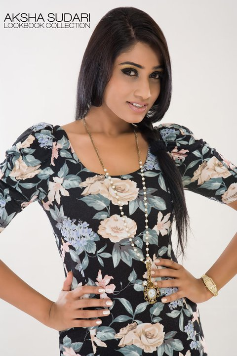 Aksha Sudari sexy