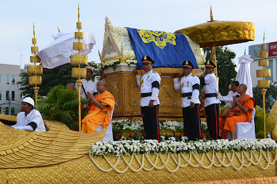 Return of body of King Norodom Sihanouk, crowd, Phnom Penh, Cambodia