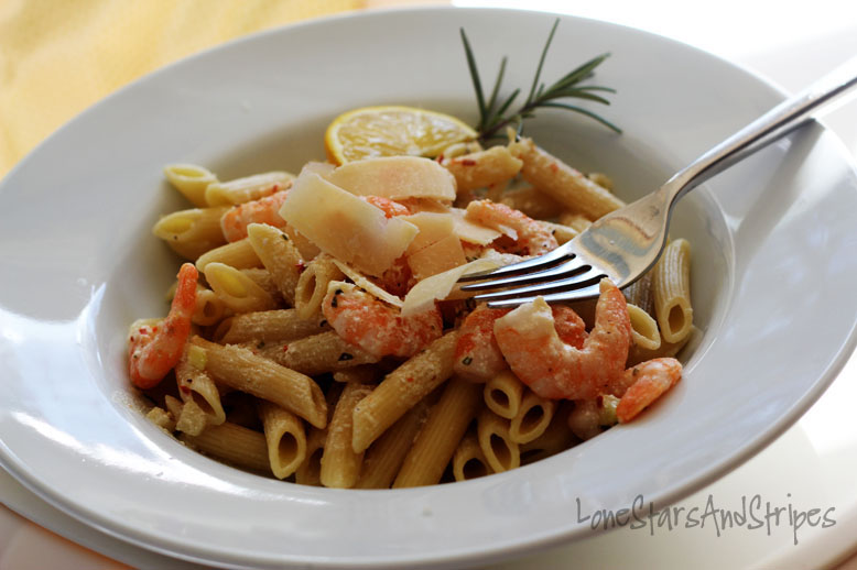 ... : { creamy rigatoni with spicy shrimp in rosemary garlic sauce