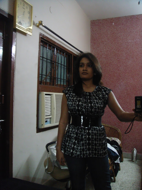 Cute college girl hot boobs indianudesi.com