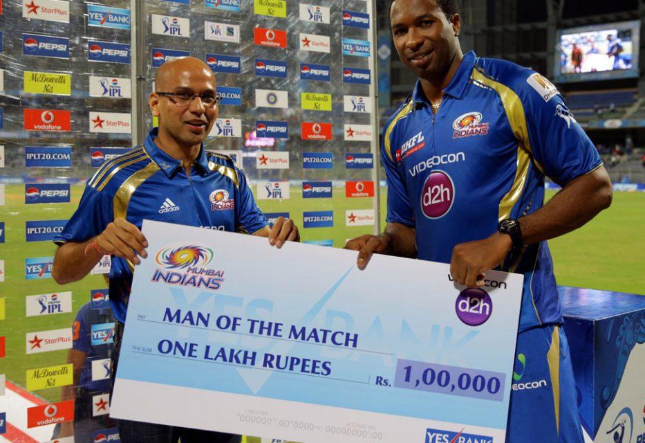 Kieron-Pollard-man-of-the-match award-MI-vs-SRH-IPL-2013