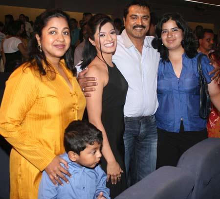 Varalaxmi Sarathkumar family