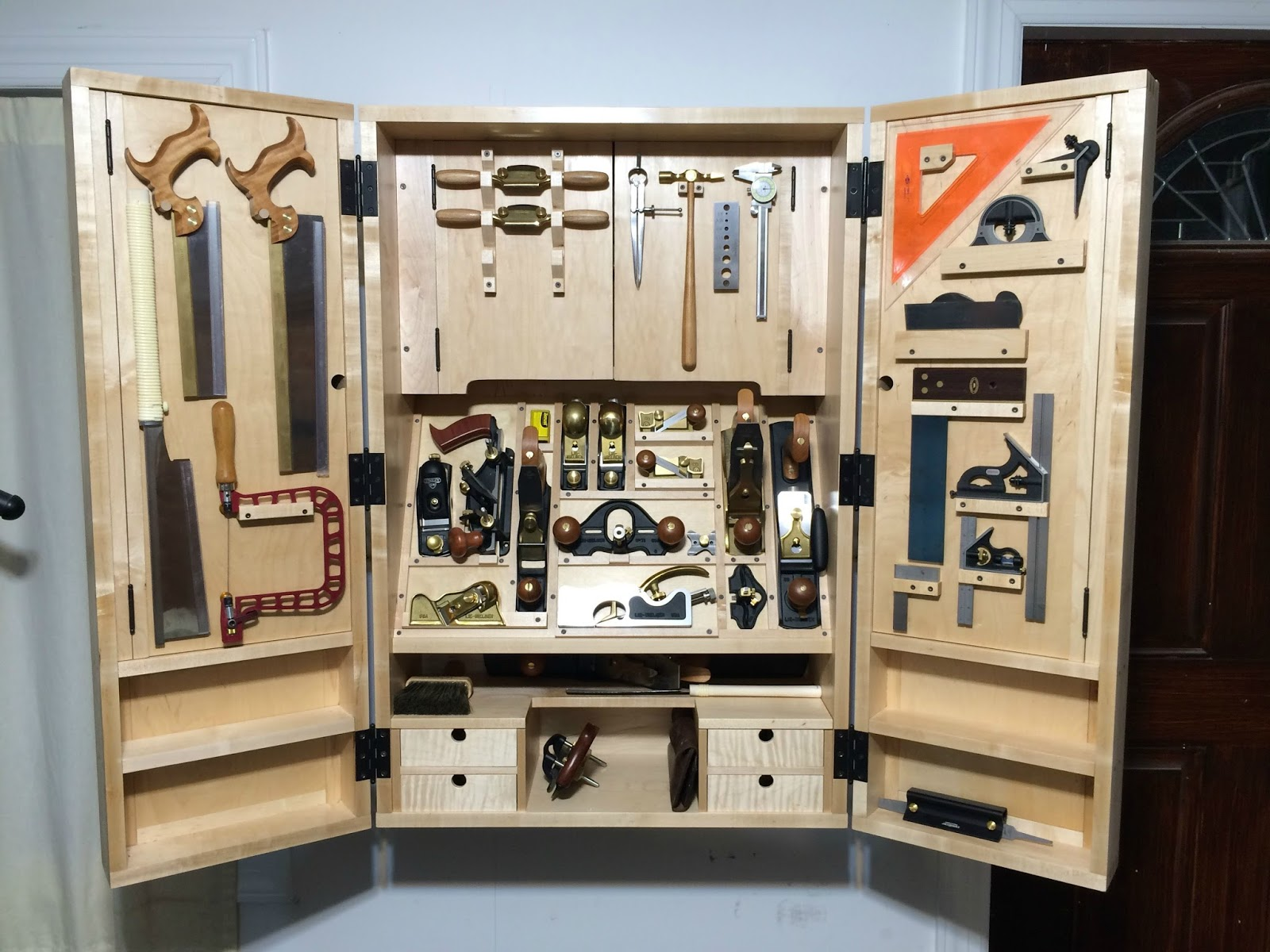 Superieur Kevin, A Customer From California Sent Over These Pictures Of His Wall  Mounted Tool Cabinet And A Very Nice Job Heu0027s Done Too!