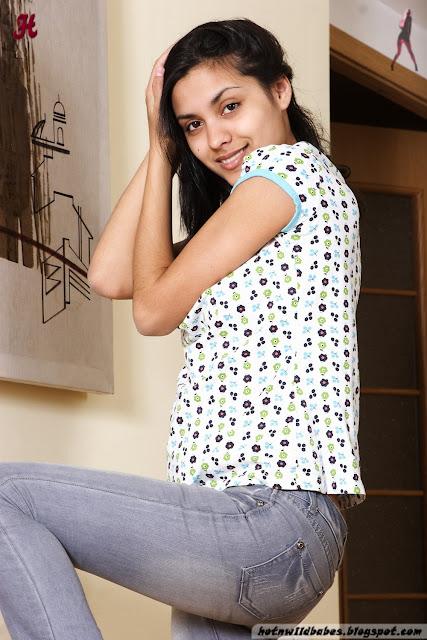 Classy desi babita bhabhi posing nude for photoshoot indianudesi.com