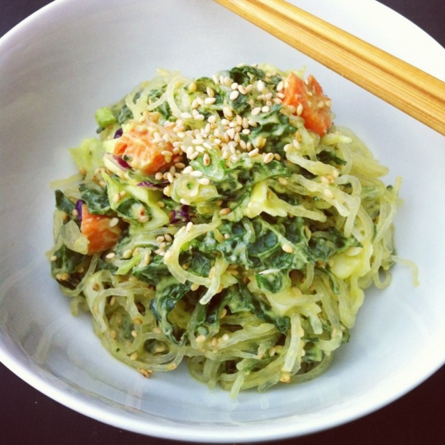 A Simply Raw Life: KELP NOODLES WITH AVOCADO MISO DRESSING