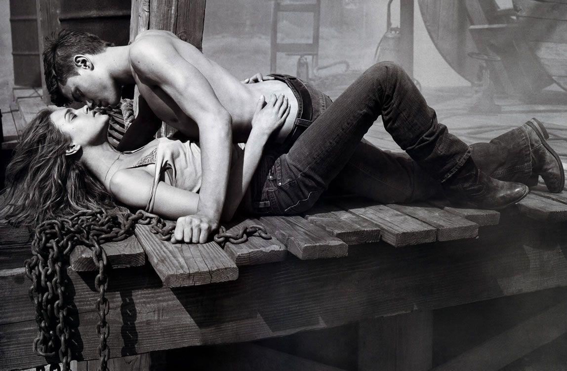 Hot Sex Kiss Wallpaper