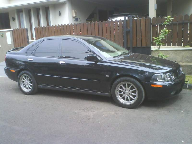 VOLVO S40 TH.2002 HITAM METALIK MULUZZZ Mobil Mewah Irit BBM