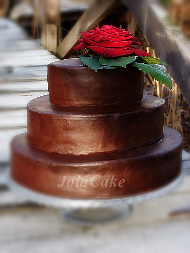 http://www.abcmojejkuchni.blogspot.com/2013/12/trzypietrowy-tort-potrojnie-czekoladowy.html