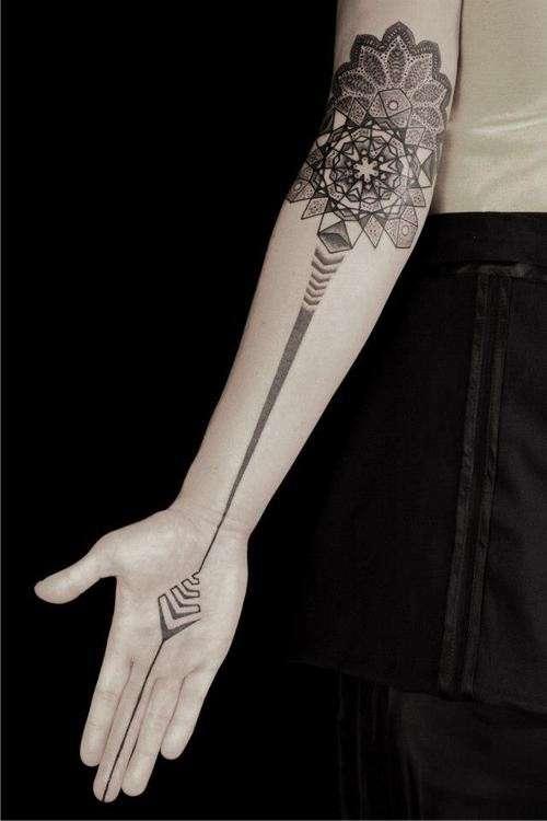 Tatuagens Femininas de Flecha E Mandala Pontilhismo