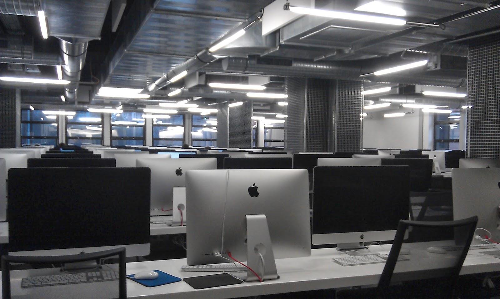 250 iMacs standing still