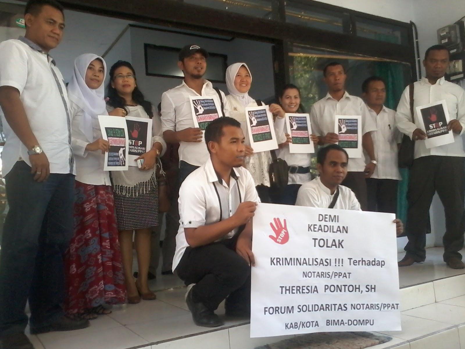 Rekan Dikriminalisasi, Forum Notaris Bima-Dompu Gelar Aksi Solidaritas