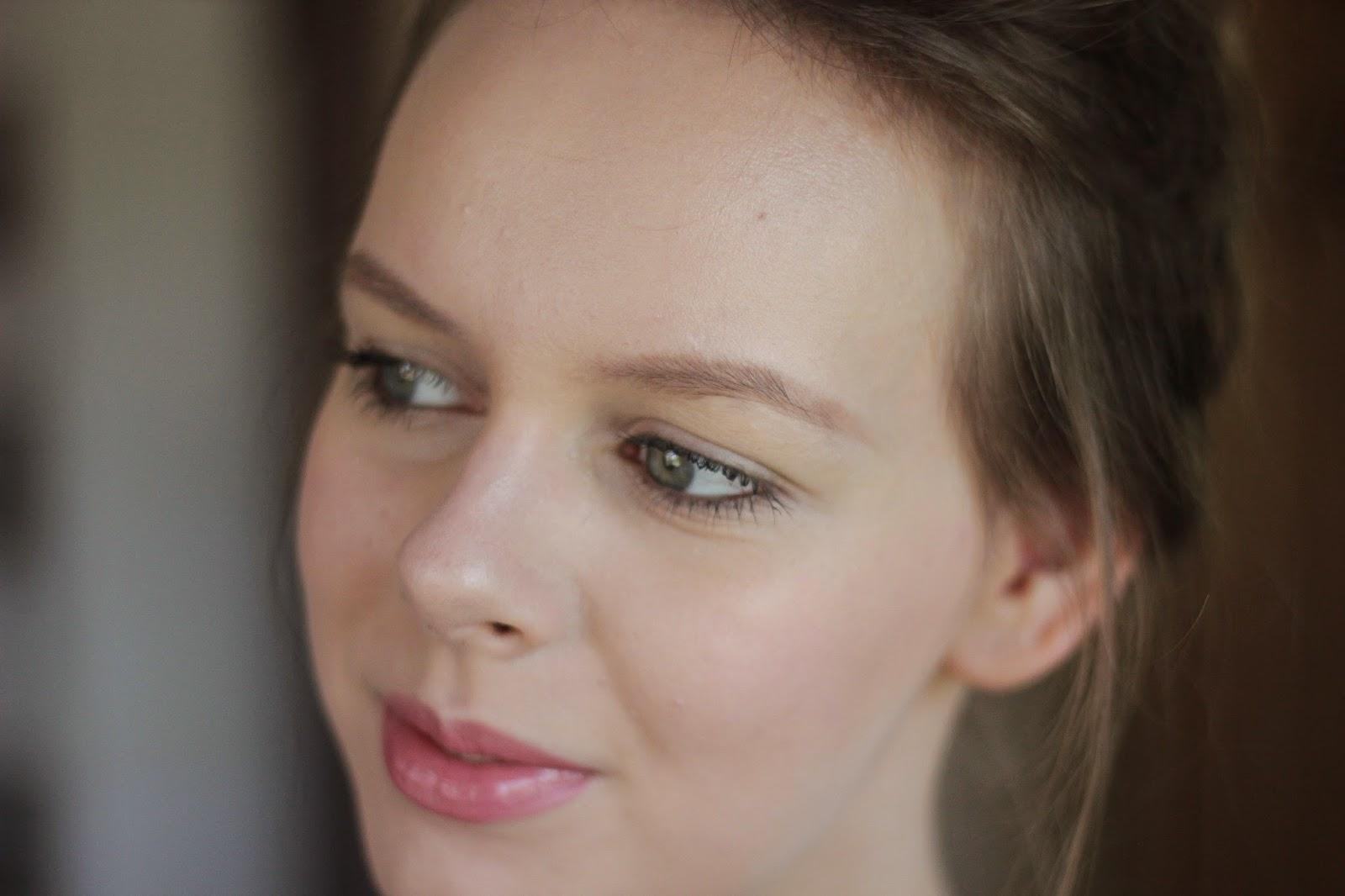 school werk make-up look