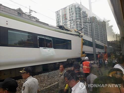 Choque de un tren Mugunghaw con un tren O turístico en Corea.