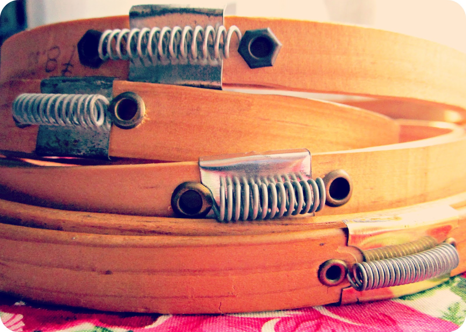 http://lluevediamantina.blogspot.mx/2013/01/me-gusta-mis-aros-de-bordar.html