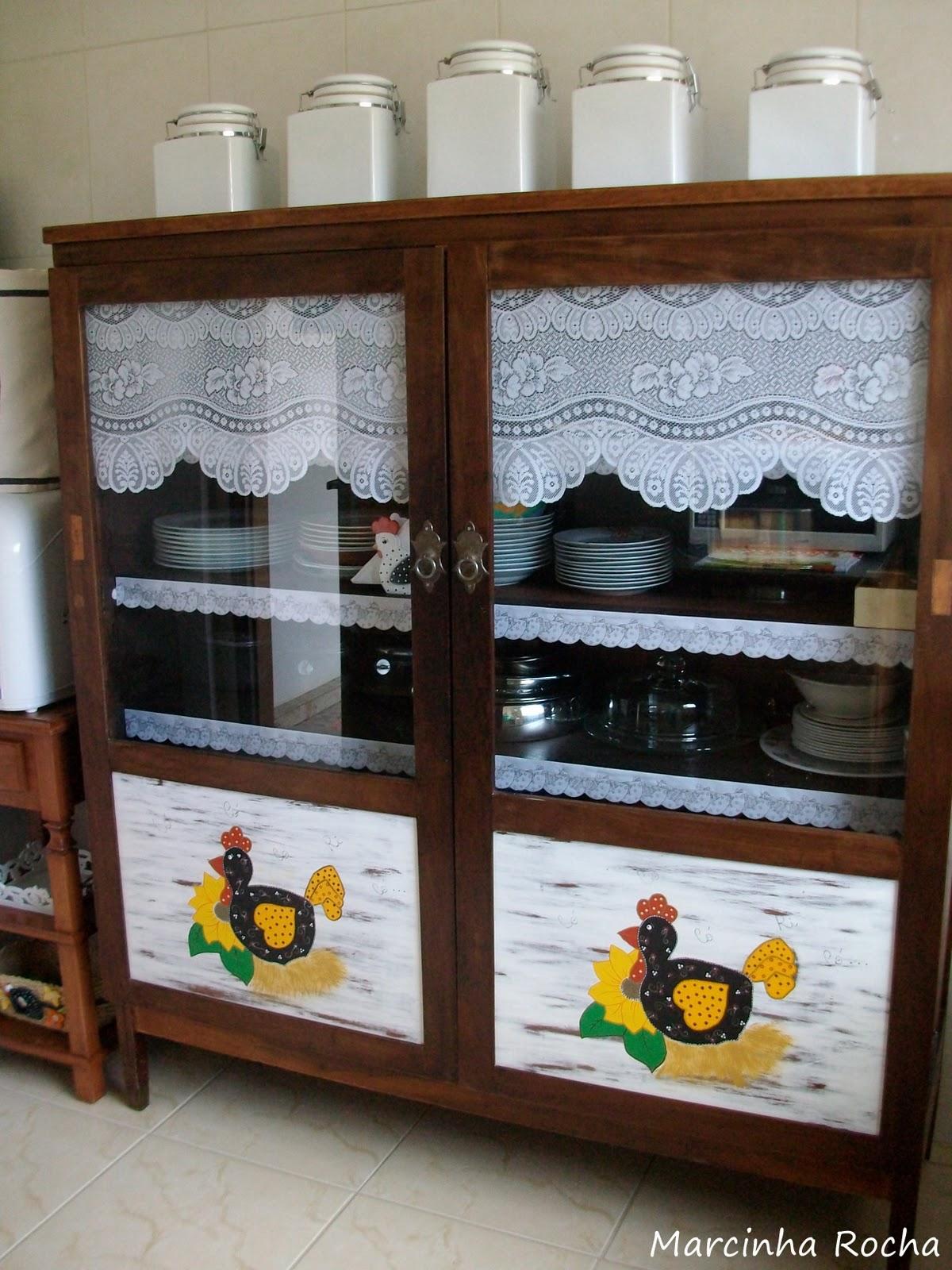 Reforma de armário antigo em cristaleira na cozinha mineira! Jeito  #AB7F20 1200x1600 Banheiro Antigo Decoração