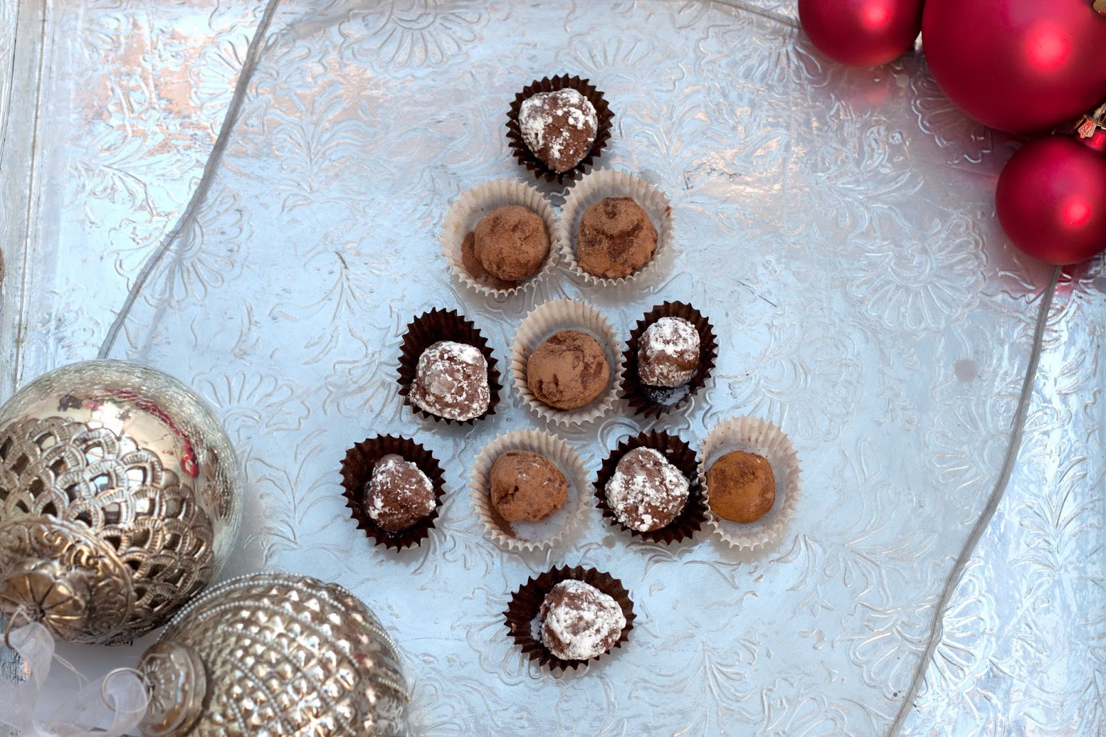 FOOD: RAW CHOCOLATE TRUFFLES