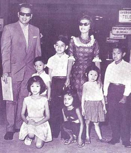 Gambar P Ramlee Bersama Saloma dan Anak-Anak