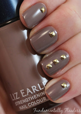 Liz Earle Strengthening Nail Colour Ebb Tide with Nailasaurus Nail Studs