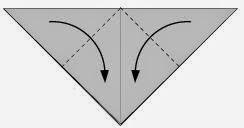Bước 3: Gấp chéo hai góc của tờ giấy vào phía trong.
