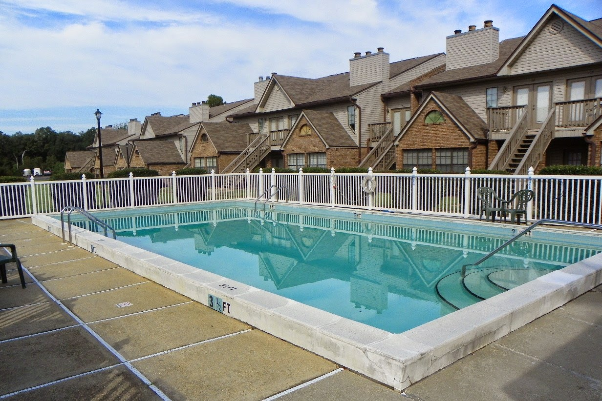 7150 Plantation Rd., Pensacola, FL 23504 complex pool