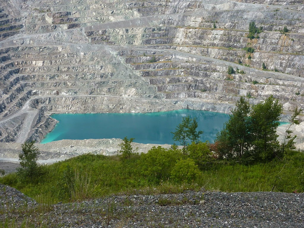 http://commons.wikimedia.org/wiki/File:Jeffrey_Mine_in_Asbestos,_Quebec_-_Canada_-_29_July_2013.jpg?uselang=en-gb