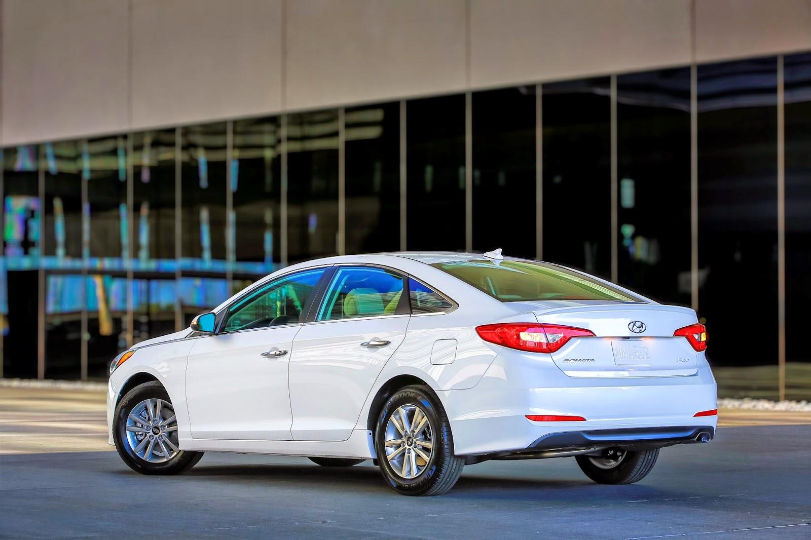 Rear 3/4 view of 2015 Hyundai Sonata Eco