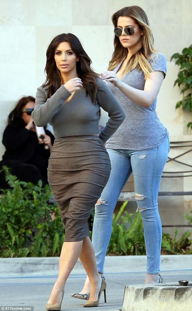 Im Back Kim Kardashian Ditches The Blonde Bombshell Look In