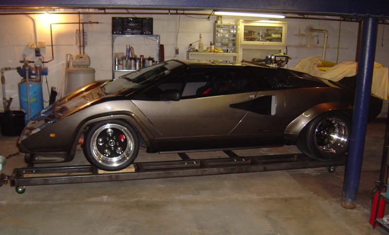 world of mysteries guy built a lamborghini in his basement. Black Bedroom Furniture Sets. Home Design Ideas