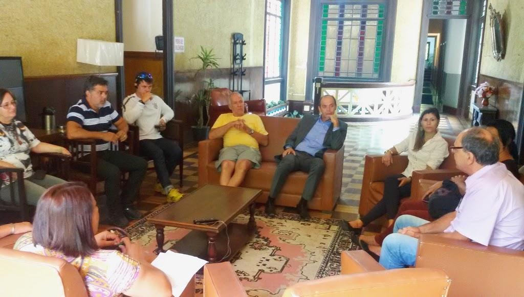 Representantes da Prefeitura e empresários do setor hoteleiro conversam sobre as demandas a serem apresentadas no seminário de Turismo, no dia 28 de abril, em Teresópolis