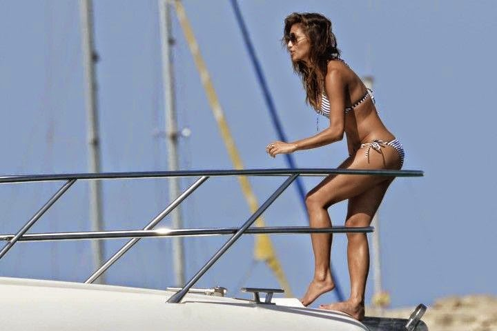 We love the straight line of this triangle bikini, as well as the intricate string thread running through it for that extra delicate detail. And Nicole Scherzinger could not have chosen a more application of swimwear for her boat trip in Formentera, Spain on Sunday, August 31, 2014 than this navy two-piece.