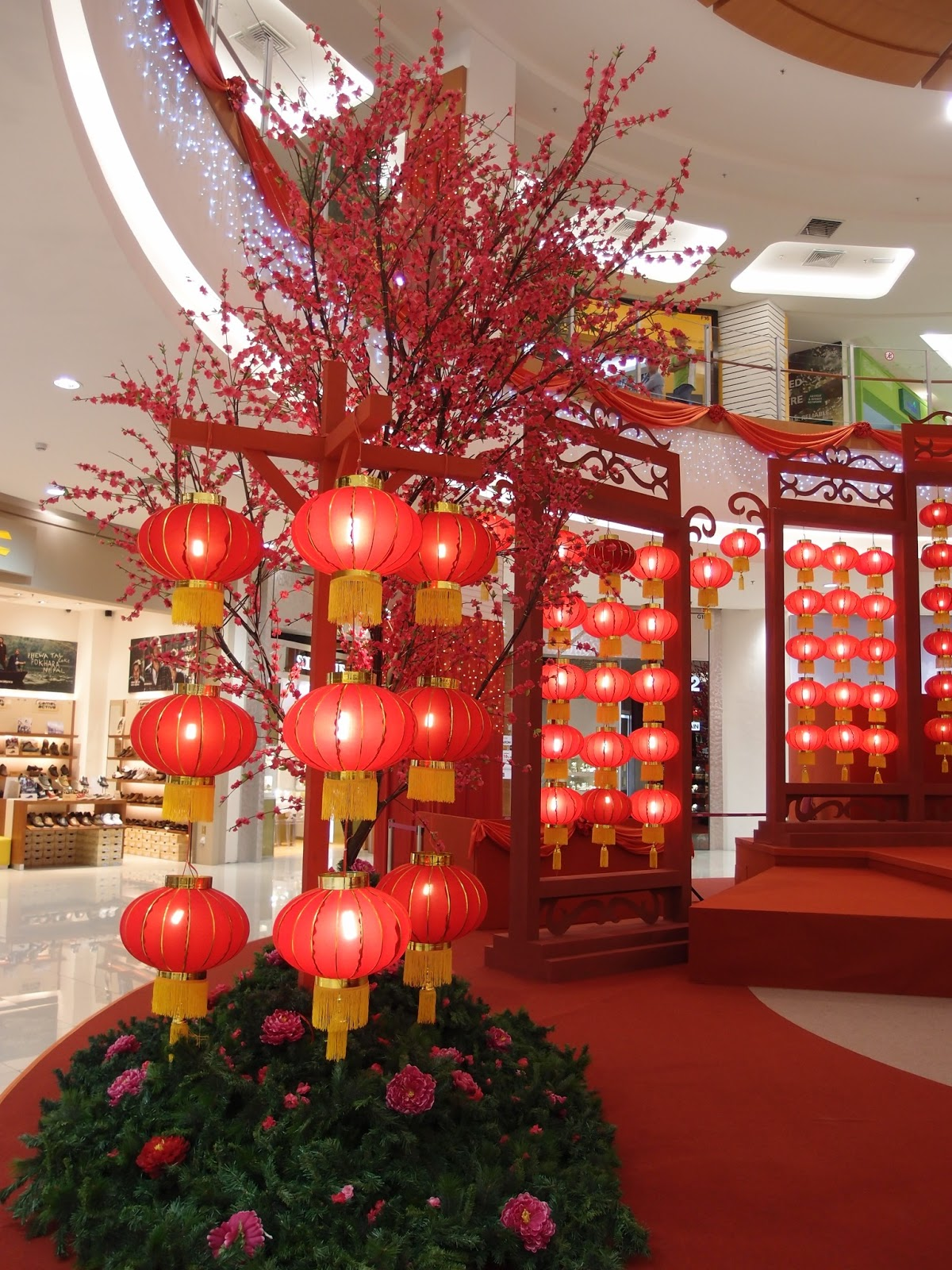 Chinese new year outdoor decoration photograph xing fu ch for Chinese home decorations