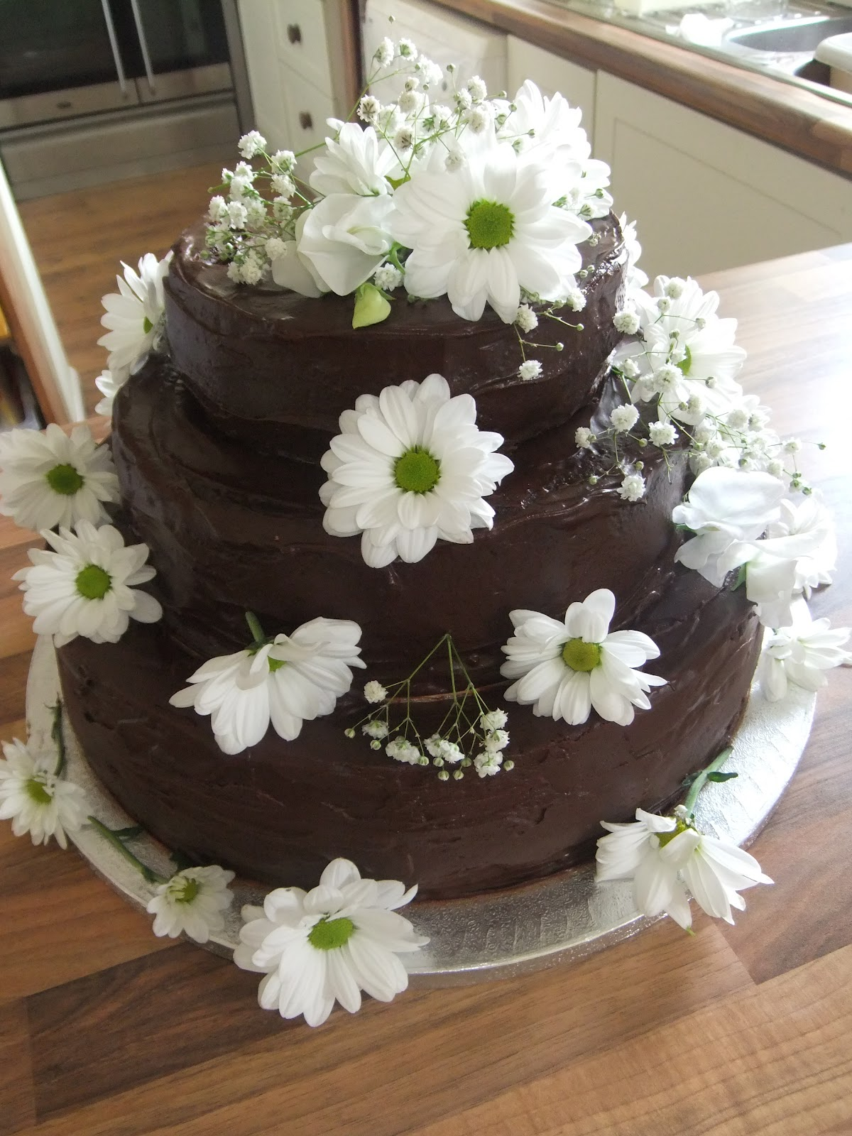 rising to the berry american chocolate wedding cake. Black Bedroom Furniture Sets. Home Design Ideas